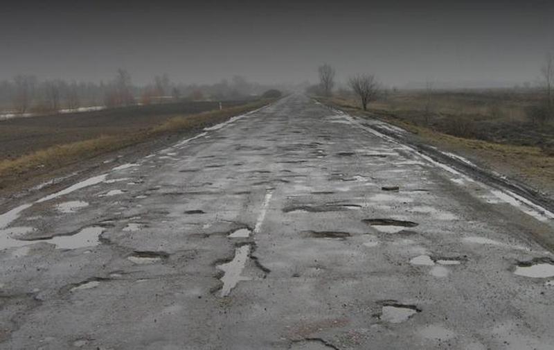 На украинских дорогах могут появиться знаки «Выбоины»