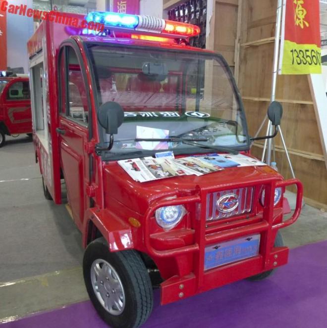 Китайский электромобиль стал самым маленьким пожарным авто в мире