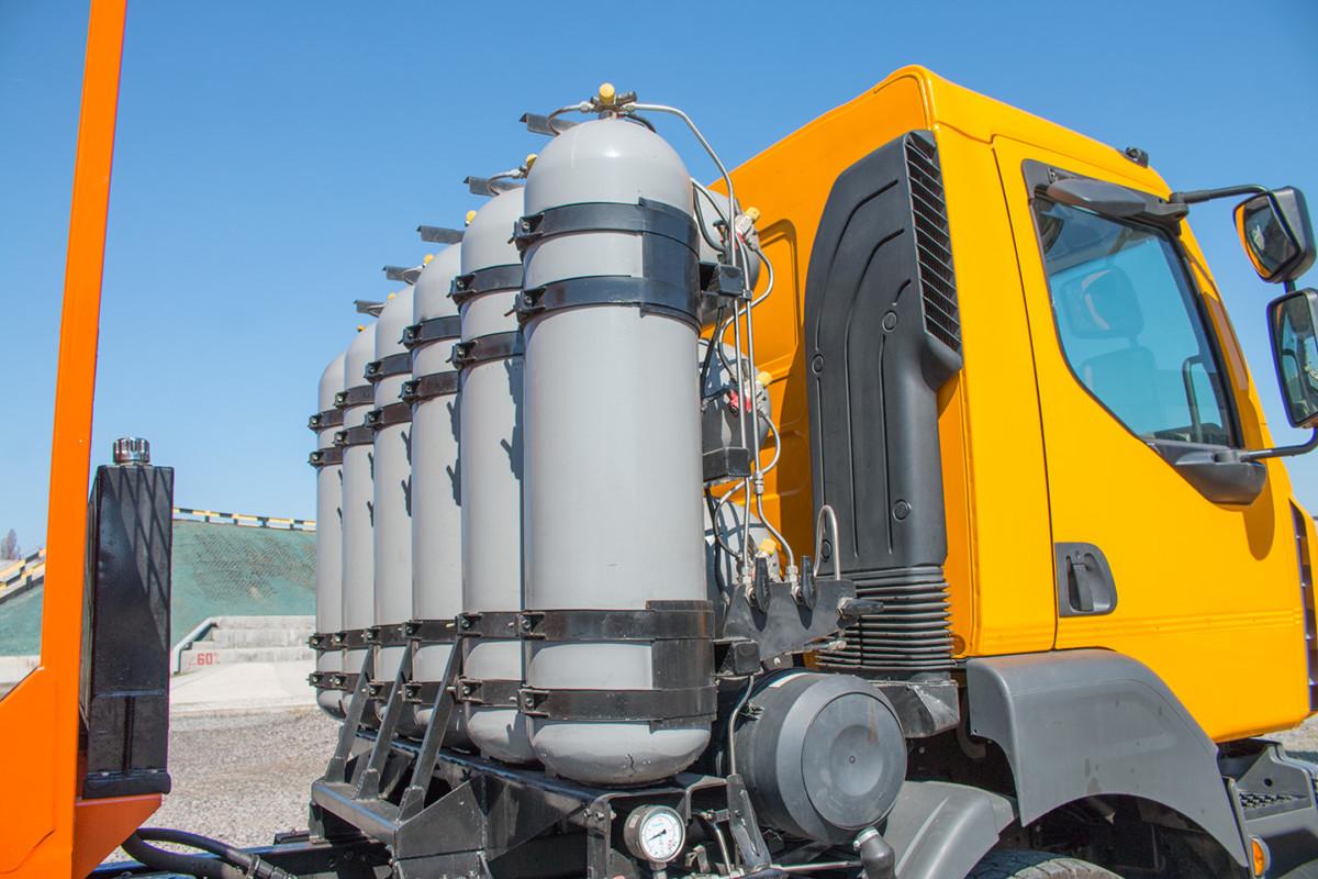 Новый мусоровоз создан на базе шасси КрАЗ-5401Н2