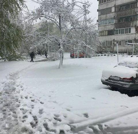 Снегопады в Украине привели к транспортному коллапсу