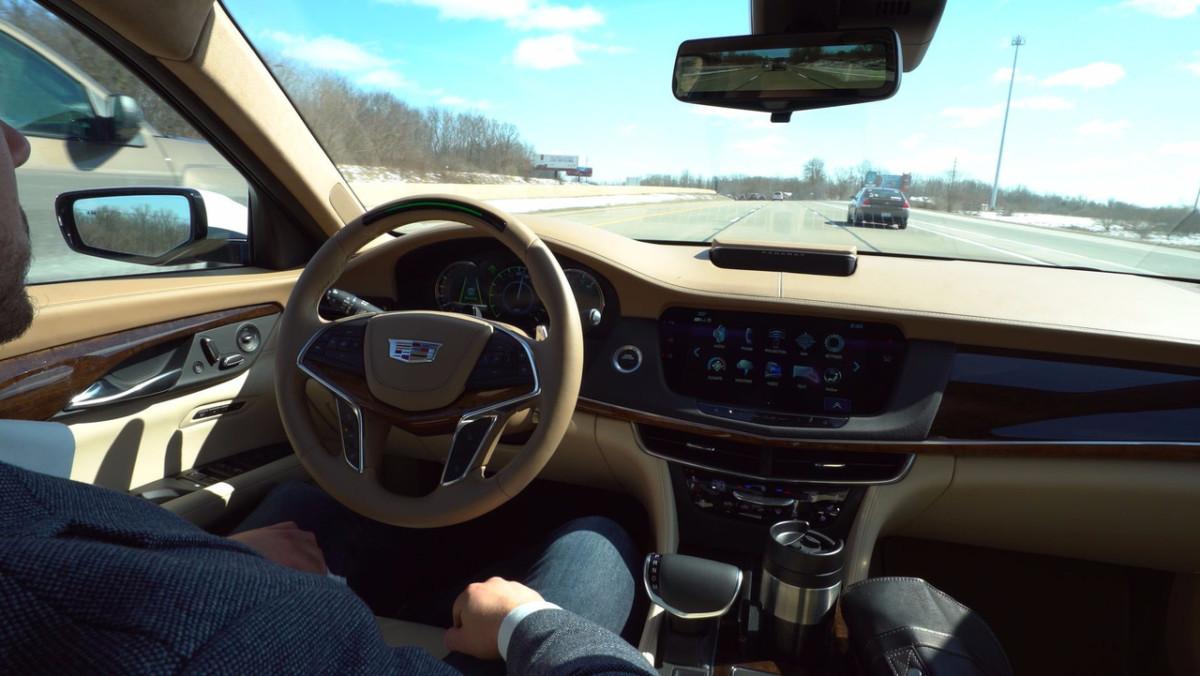 Автопилот Cadillac следит за глазами водителя