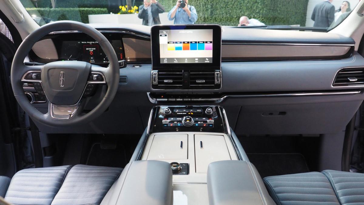 В Нью-Йорке представлен большой внедорожник Lincoln Navigator 2018