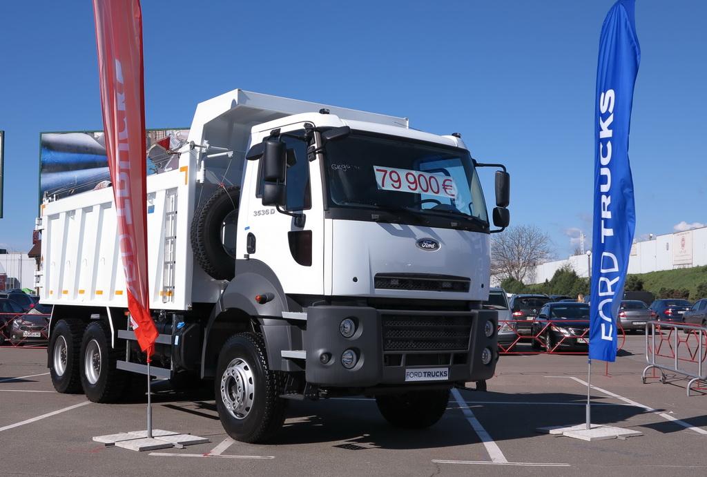 АВТЕК показал грузовики для дорожников