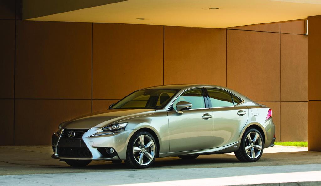 Lexus IS 300h, 2014