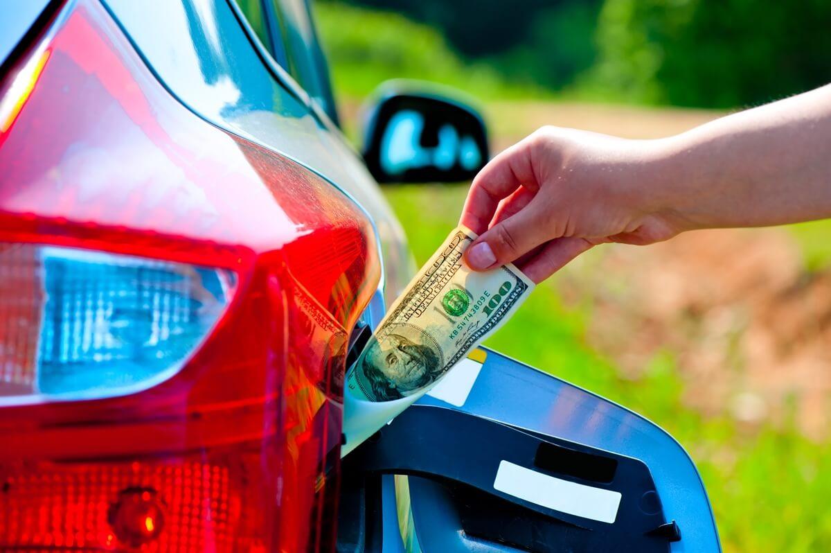 В Украине стали меньше заправлять авто на АЗС