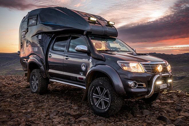 Пикап Toyota Hilux превращен в автодом для экстремалов
