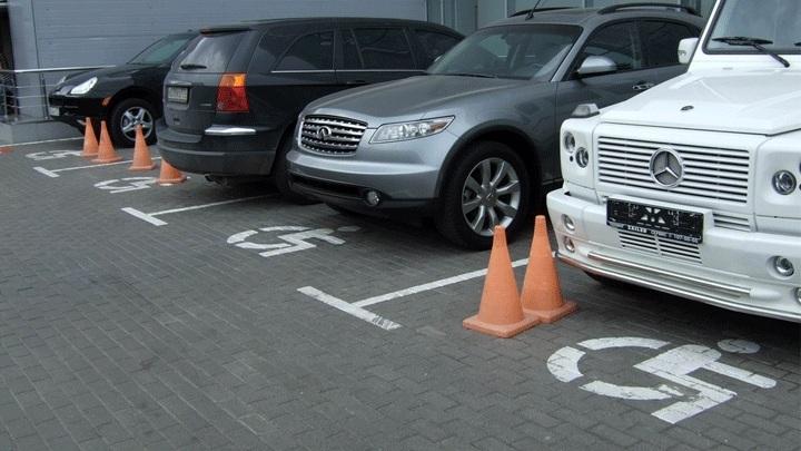 В Украине вдвое увеличены штрафы за парковку на месте для инвалидов