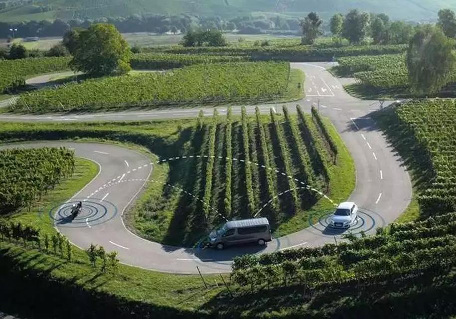 Bosch обеспечит общение авто имотоциклов между собой