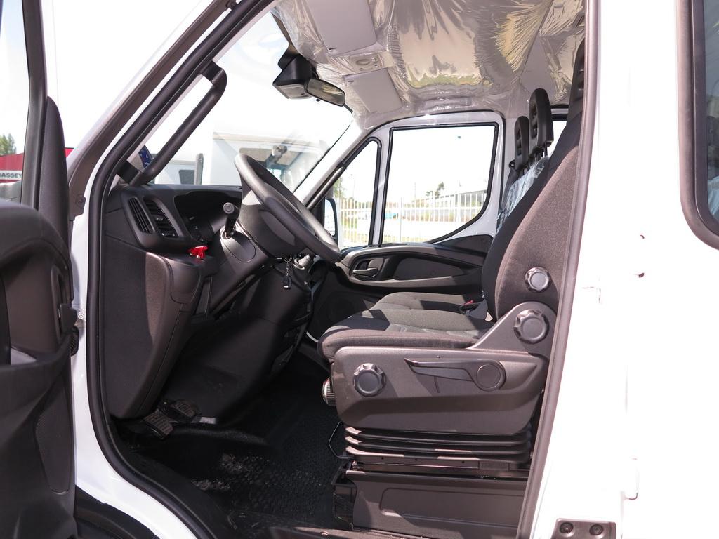 Кресло водителя Pilot имеет многочисленные регулировки