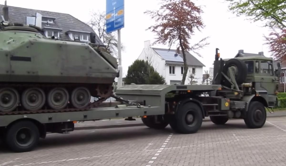 Армейский тягач DAF
