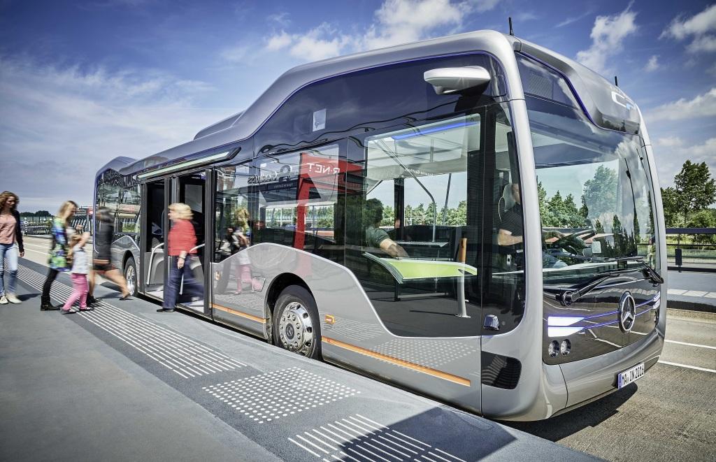 Mercedes-Benz Future Bus c cистемой автономного вождения City Pilot