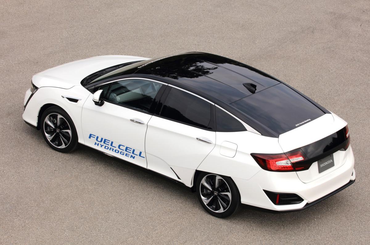 Первый обзор водородной Honda Clarity Fuel Cell