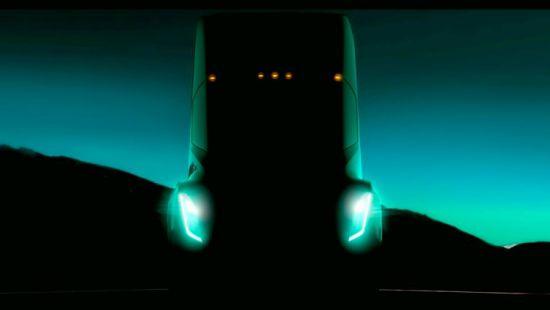 Грузовик Tesla: первые фото коммерческого электромобиля