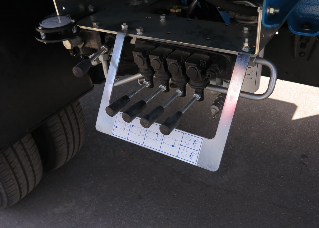 Пульт управления на шасси