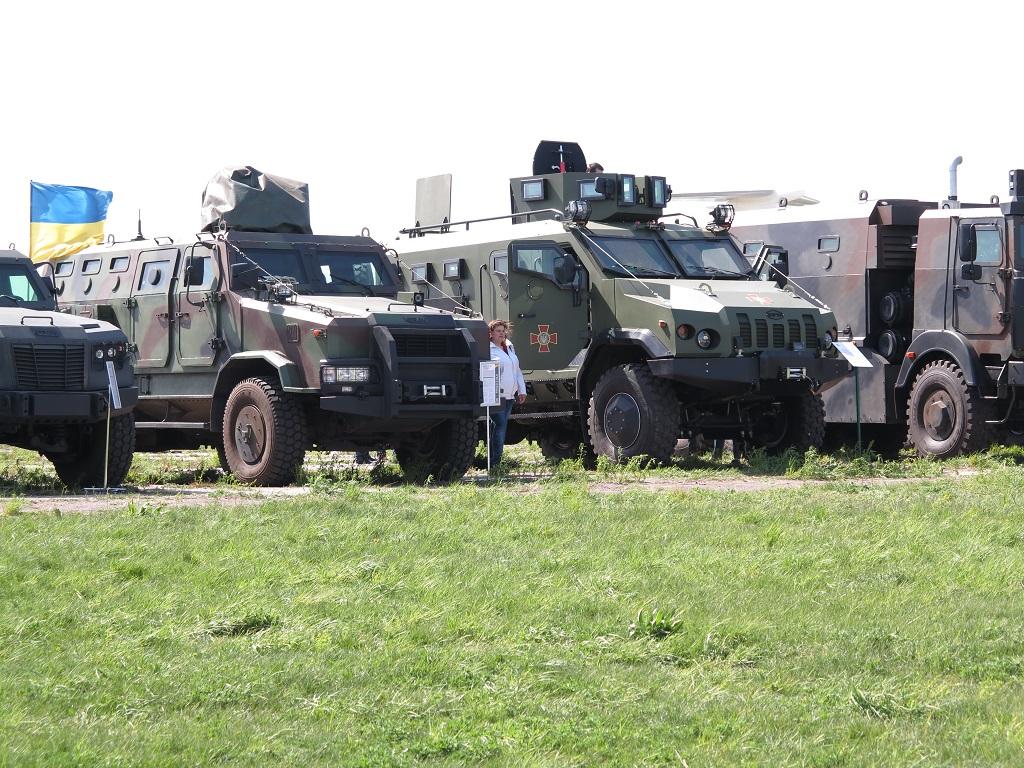Новейшие бронеавтомобили Национальной гвардии Украины на фестивале в Киеве
