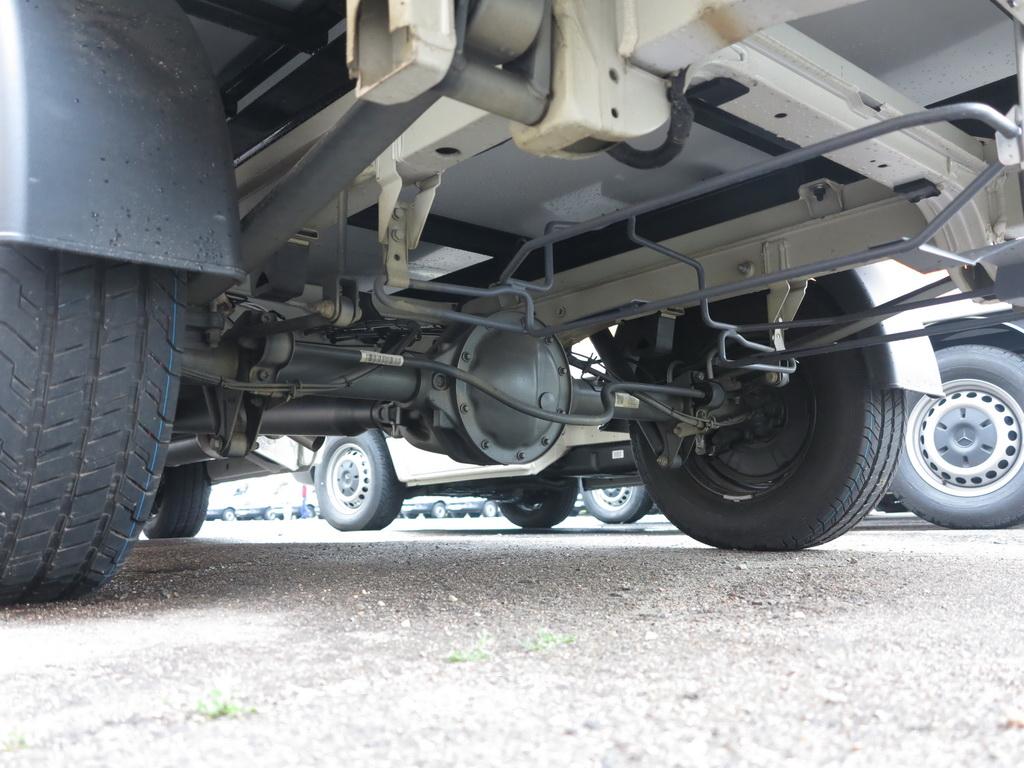 Шасси Mercedes-Benz Sprinter 310CDI оснащені пакетом плохие дороги - с усиленными стабилизаторами спереди и сзеди, и подогреваемым топливным фильтром.