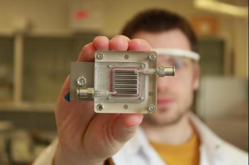 Электромобили смогут питаться путем очистки воздука. Новое устройство, для получения энергии, разработанное бельгийскими учеными, состоит из двух камер и мембраны.