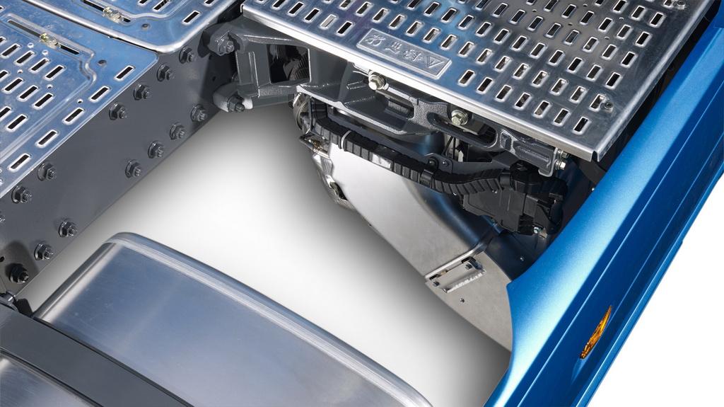 Компактная выпускная система с глушителем освобождает место на раме для топливных баков большего объема