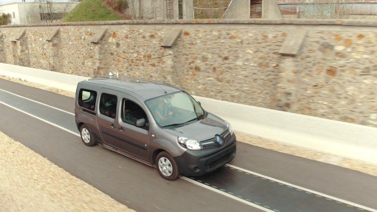 Дороги будущего смогут подзаряжать электромобили на ходу