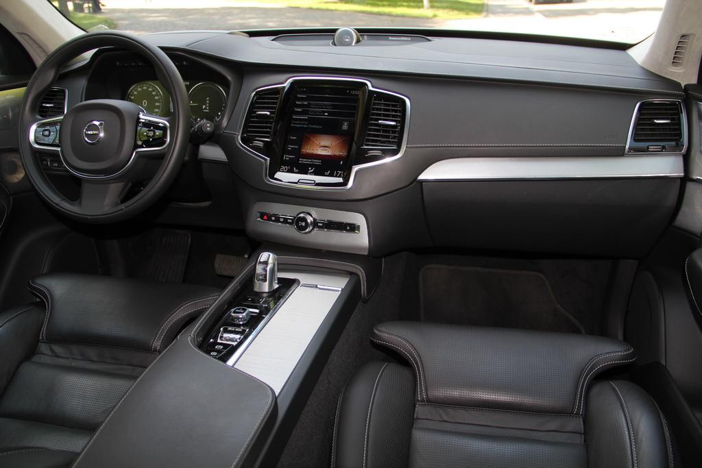 Интерьер Volvo XC90 T8