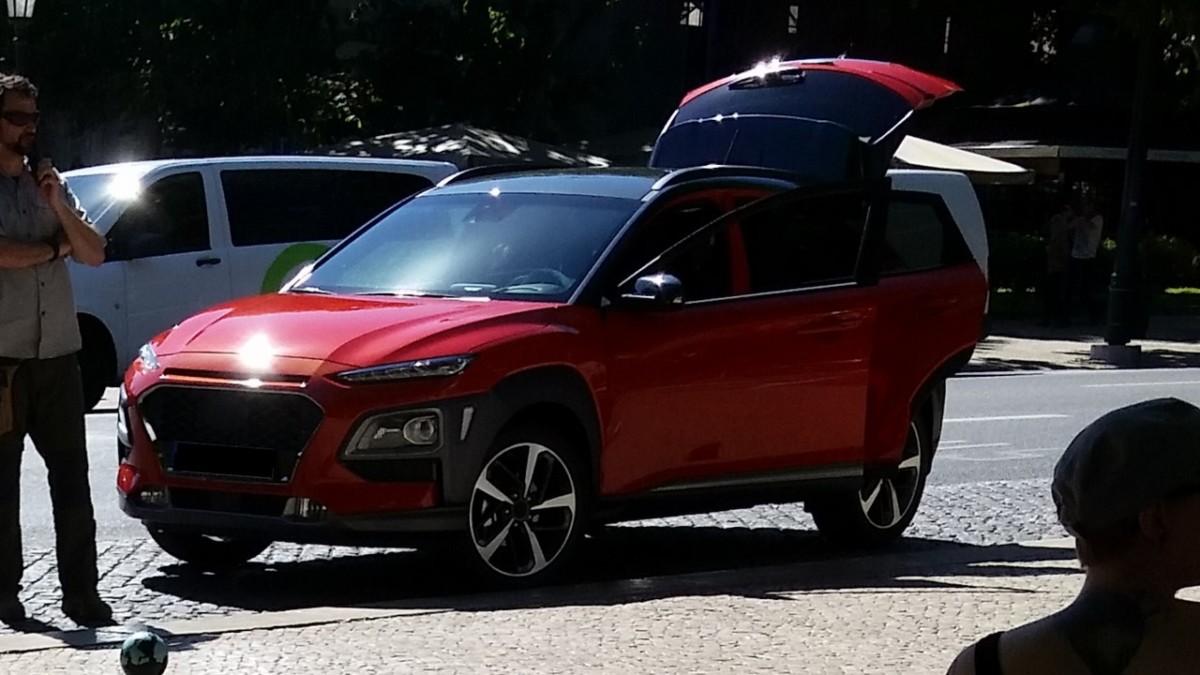 Hyundai Kona 2018: новые фото маленького кроссовера