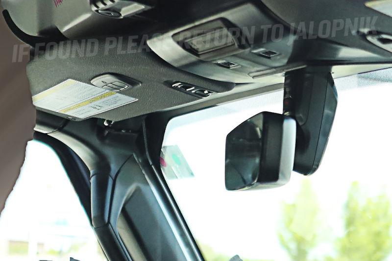 Рассекречен интерьер нового Jeep Wrangler 2018
