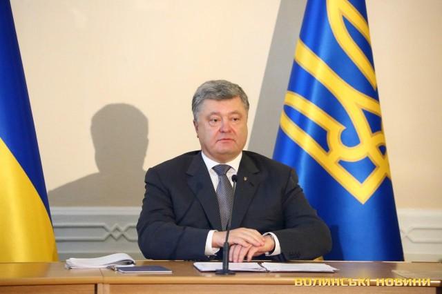 Граждане  Крыма будут получать старые загранпаспорта Украины— Порошенко