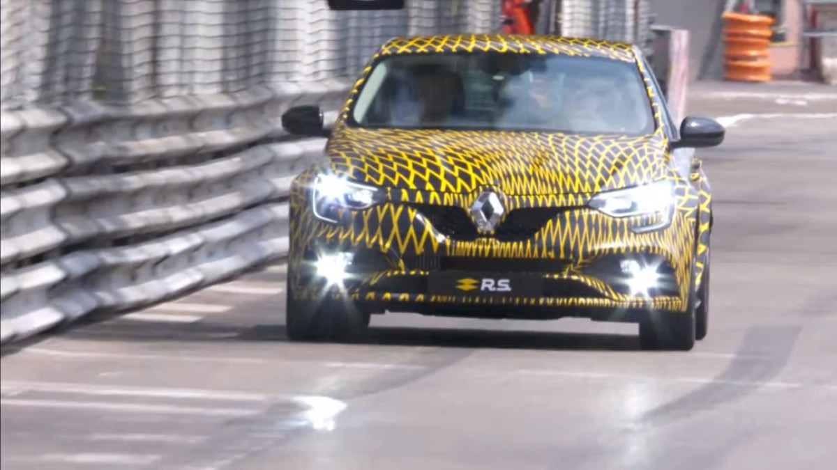 Новый Renault Megane RS 2018 засняли на трассе Формулы 1