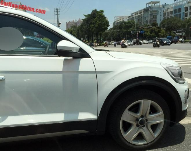 Volkswagen T-Roc 2018 засветился без камуфляжа на общих дорогах