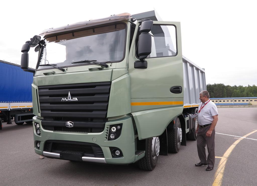 Самосвал МАЗ-6516М9 c двигателем Mercedes-Benz cтандарата Евро 6