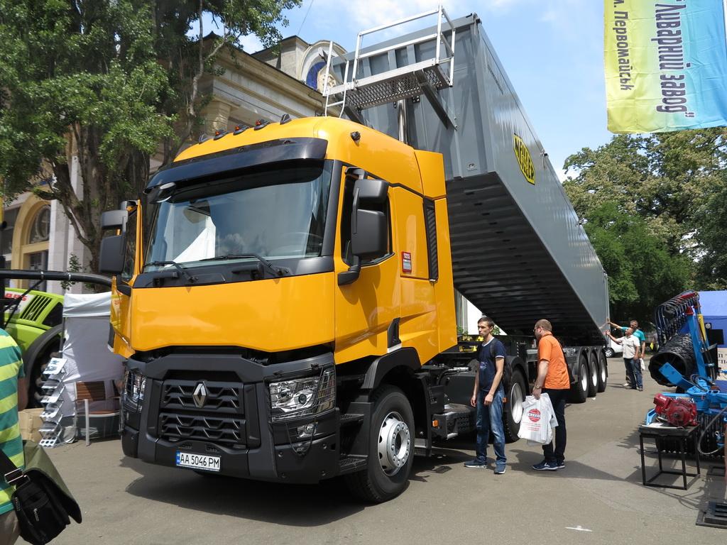 Renault cерии С – новый зерновоз на «Агро-2017»