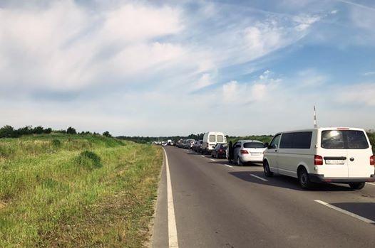 Безвизовый режим в действии: очереди из авто парализовали границу