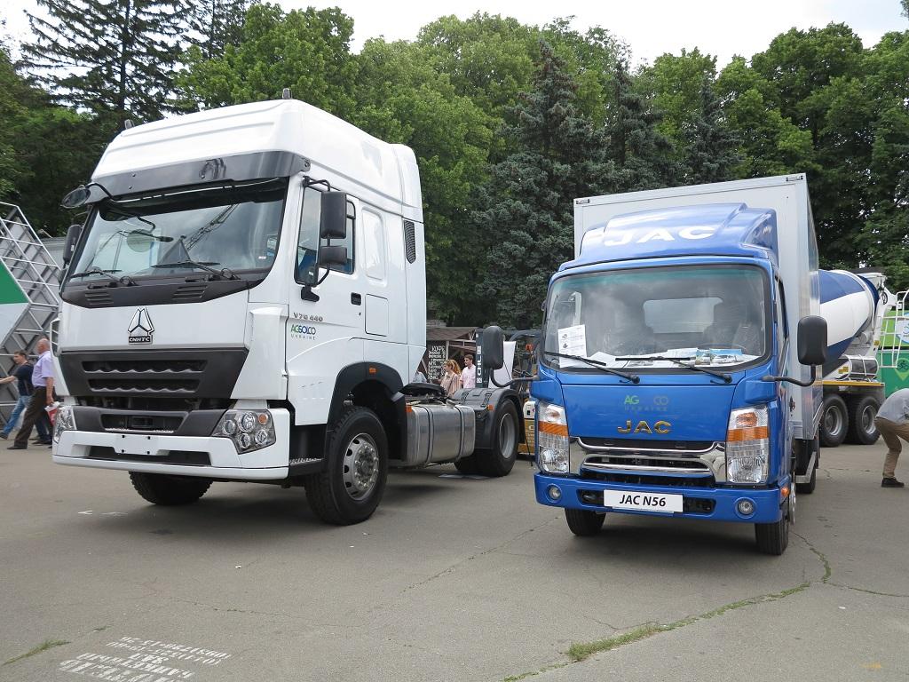 Рядом с известным в украине тягачом Howo - новый малотоннажник JAC N56
