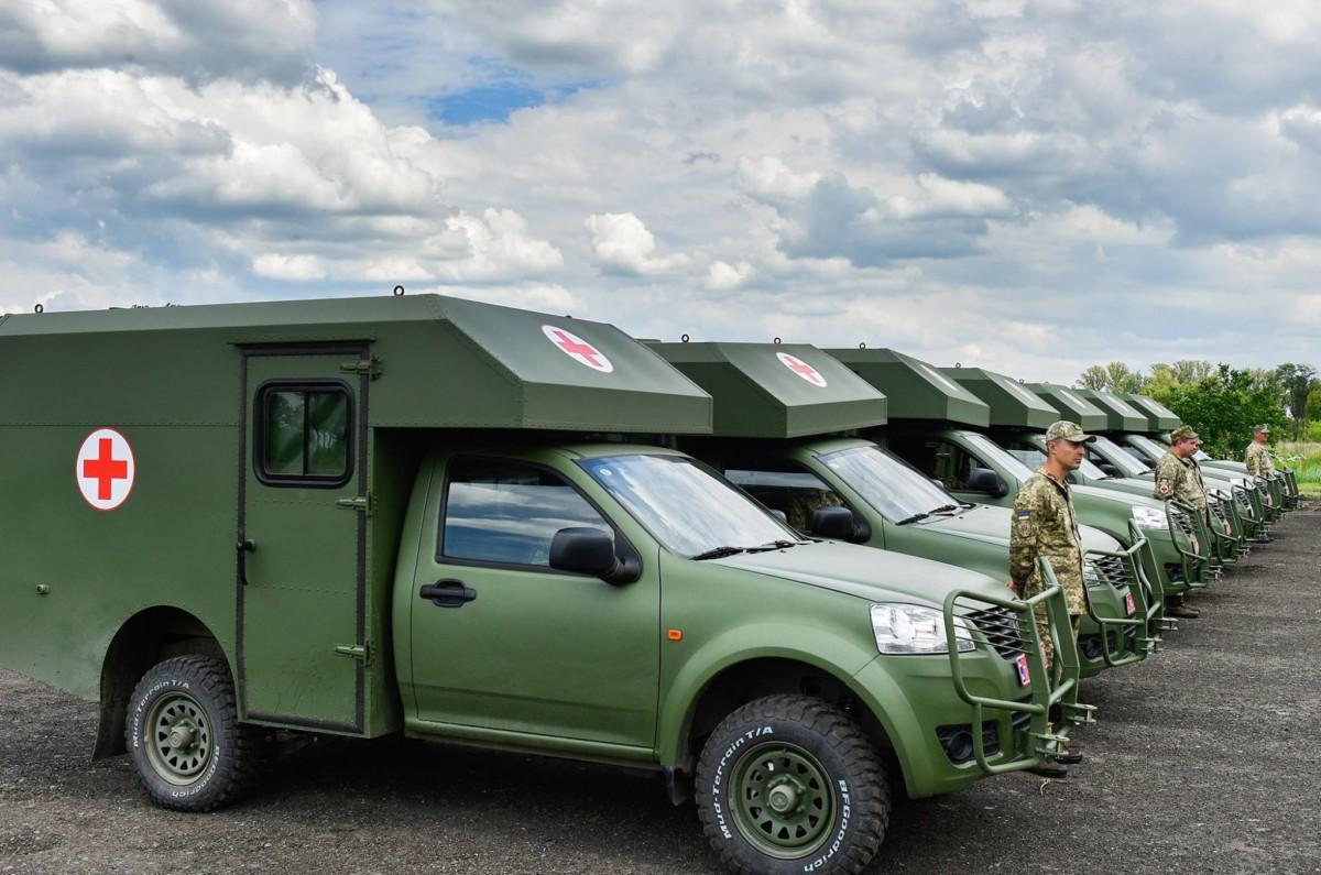 Военные медики получили новые санитарные автомобили