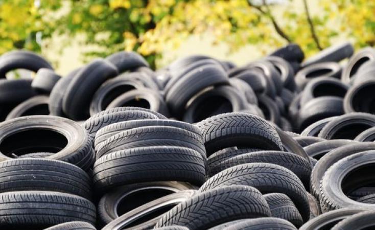 В Киеве открыли 10 пунктов приема старых шин