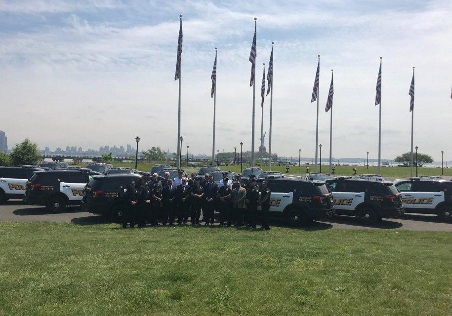 Полицейских заставили вернуть полученные недавно автомобили