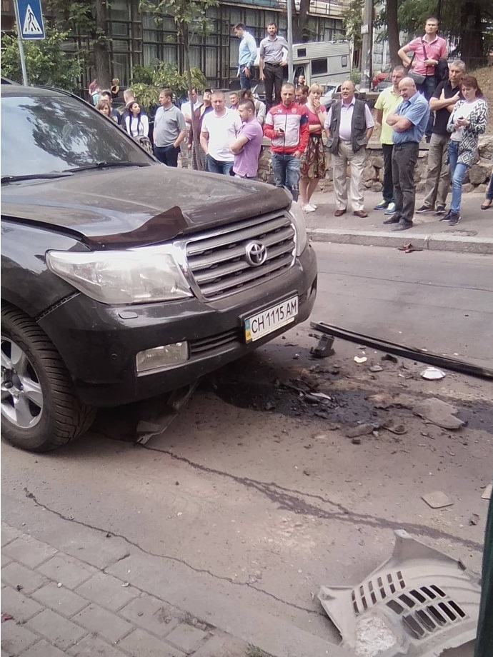 В центре Киева взорвали Toyota Land Cruiser
