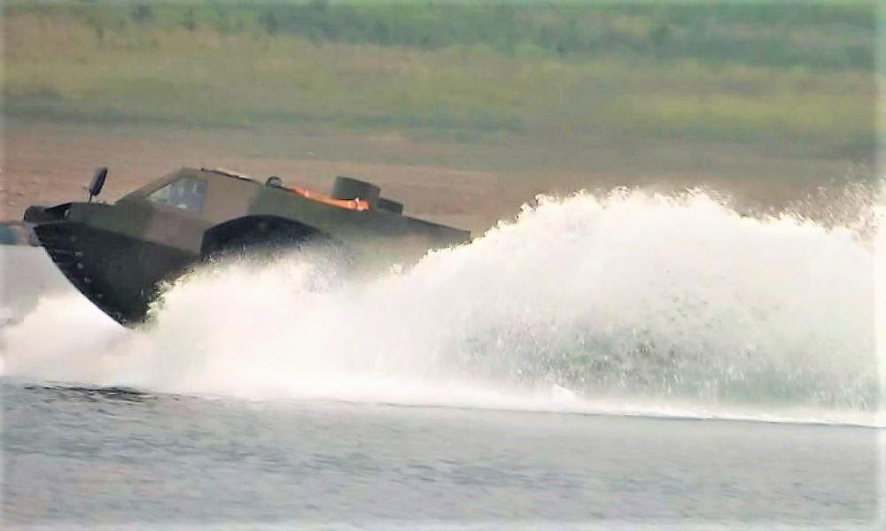 Китайский бронетранспортер AFV – самый быстрый в мире