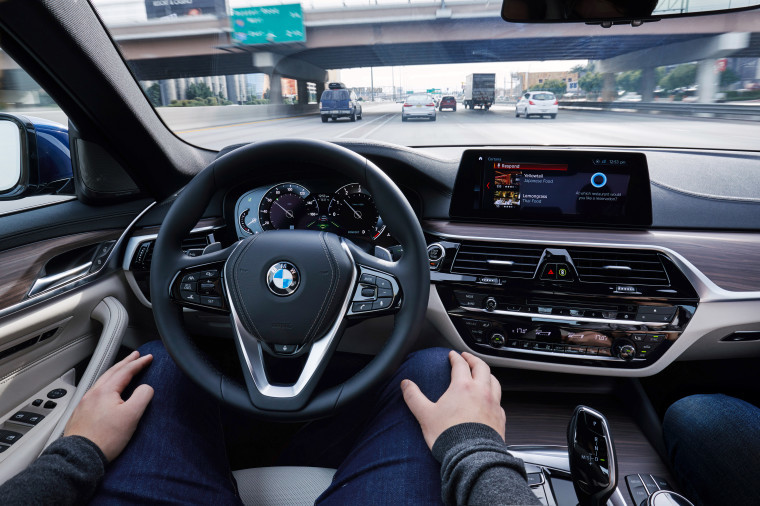 Владельцы BMW смогут общаться по Skype