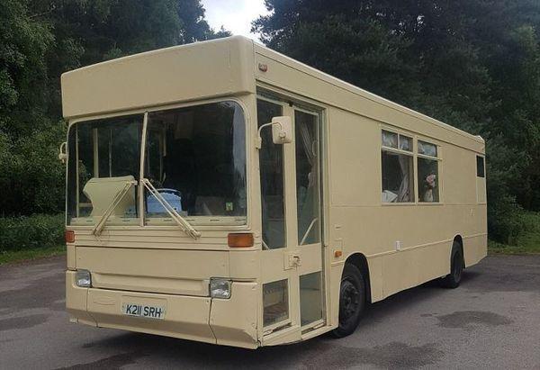 Невероятно, но факт: старый автобус решил квартирный вопрос