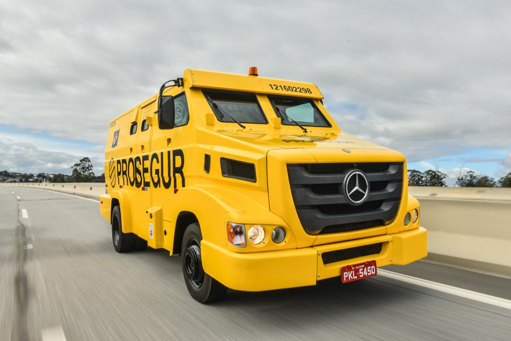 легкий инкассаторский бронеавтомобиль на базе Mercedes-Benz 915 E