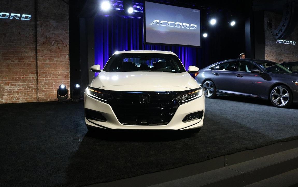 Honda Accord 2018: живые фото и подробности нового седана Хонда