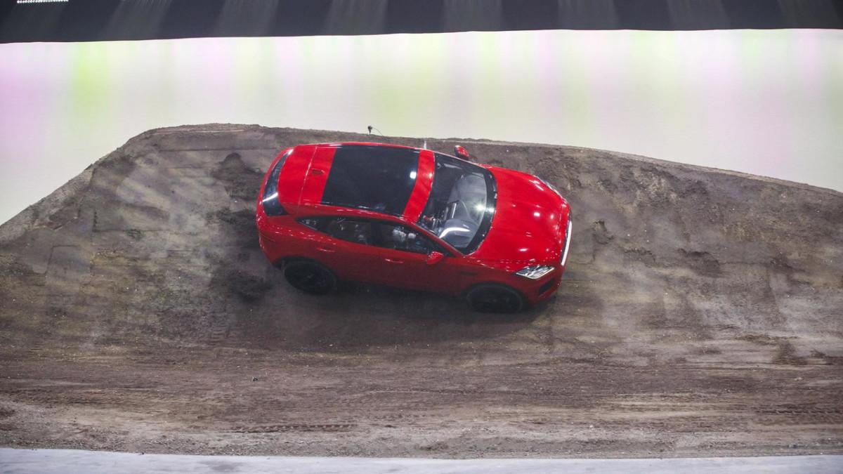 Jaguar E-Pace 2018: фото и подробности компактного кроссовера Ягуар