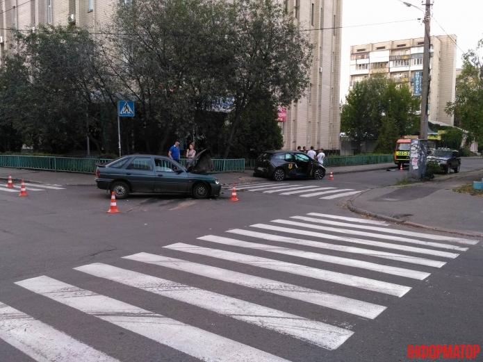 Первый пошел: в Украине попал в ДТП электромобиль BMW