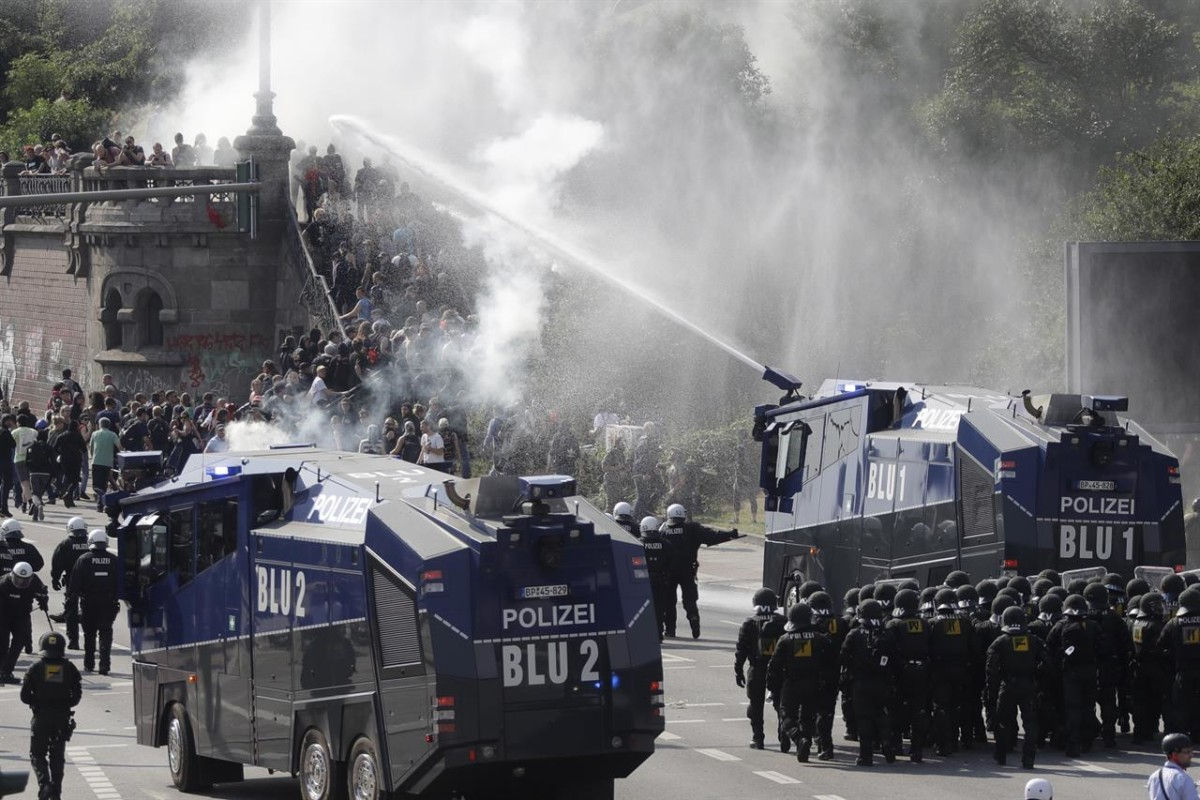 Water Cannon 10000