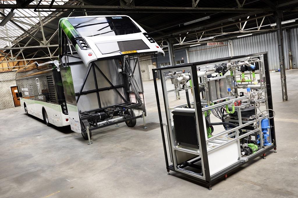 Первый в мире автобус на муравьиной кислоте