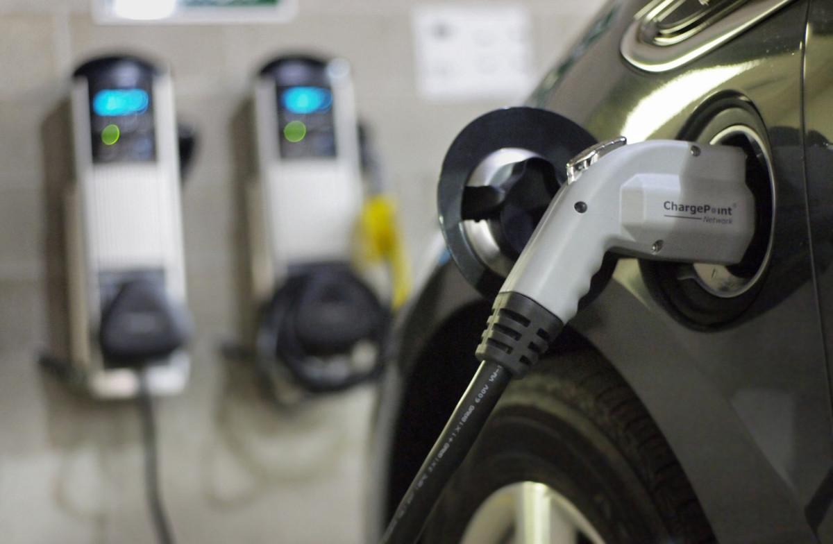 К 2035 году в ЕС будут продавать только электромобили - исследование