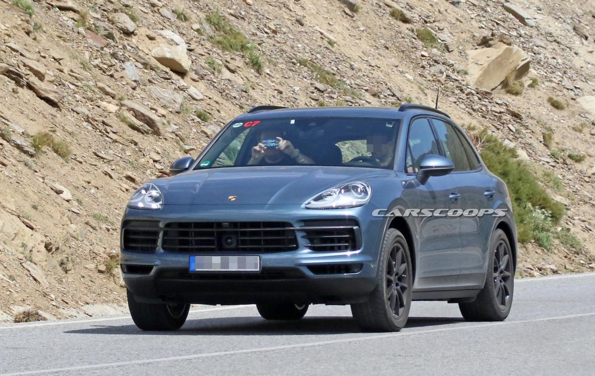 Новый Porsche Cayenne впервые засняли без камуфляжа