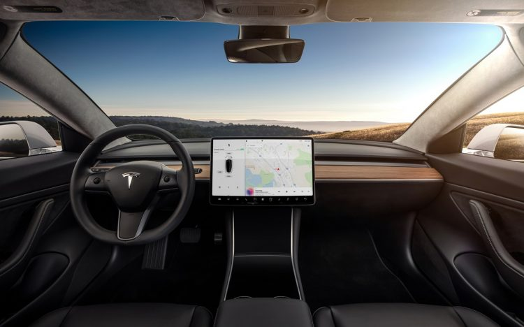https://cdn2.autocentre.ua/wp-content/uploads/2017/07/Tesla-Model-3-dash-cluster-interior-750x468.jpg