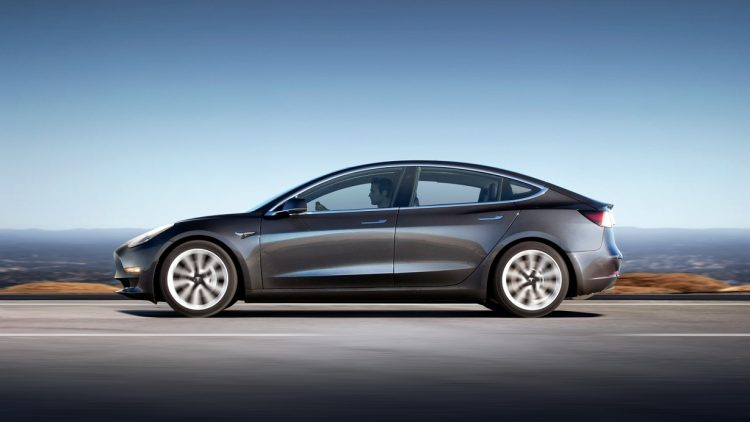 Украинцы заказали несколько сотен Tesla Model 3 2018